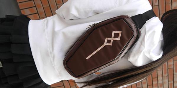 「棺型バッグ、大事、とても大事!」 二次元コスパから『棺姫のチャイカ』棺型ボディバッグが200個限定発売
