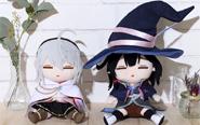 【トピックス】TVアニメ『魔女の旅々』より、サヤ、アムネシアのぬいぐるみが登場!