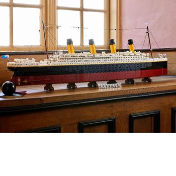 伝説の豪華客船が1/200スケールで復活!全長1.3mを超えるレゴ史上最大級のセット「レゴ®タイタニック号」が、レゴ公式オンラインストアほかにて発売決定!
